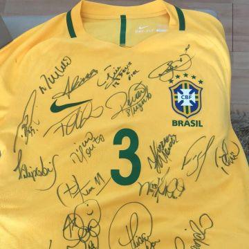 Doe e concorra a uma camisa autografada pela Seleção!